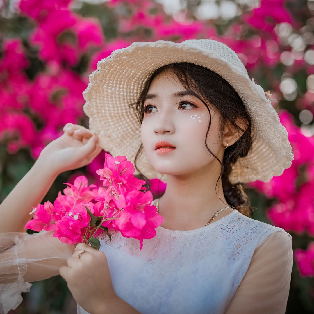 Beautiful Girl with red flowers Image for WhatsApp Dp full HD free download.